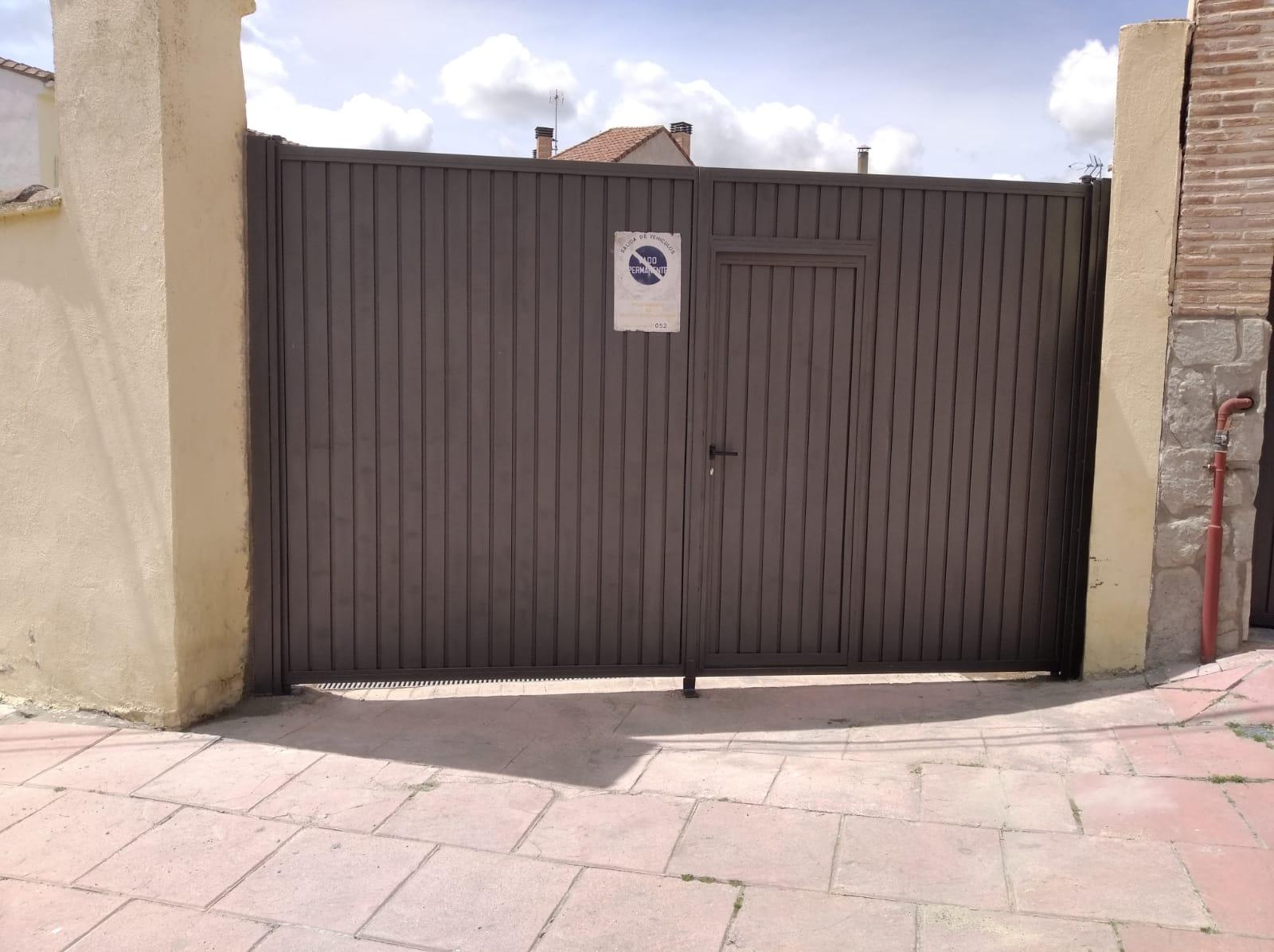 Puerta de acceso industrial