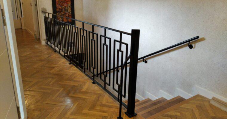 Diseño y fabricación de barandillas de escalera en hierro forjado